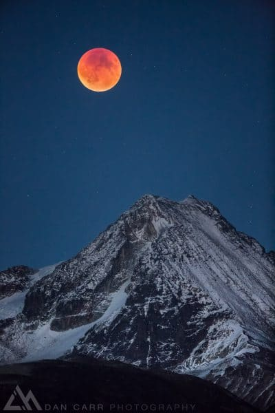 photographing a lunar blood moon